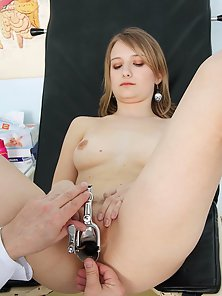 Sizzling Lady Ema Shows Her Naked Body in Front of Doctor