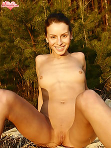 Beautiful Girl Outdoors Posing Nakedly for Photoshoot