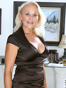 Mature Lady Showing Hot Figure by Stripping Dress