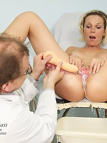 Hot blonde has her pussy stretched by instruments