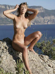 Small Boobs Babe Dispaly Her Naked Body in Many Ways Outdoors