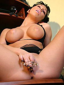 Busty Brunette Masturbating Herself to Get Unlimited Passion in Solo
