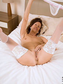 Stockings Wearing Chick Puts Huge Dildo in Her Pink Pussy