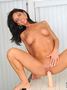 Naughty Lady Dildoing Herself to Get Unlimited Pleasure
