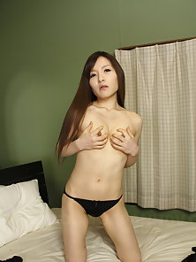 Asian Hitomi Tsukishiro Undresses to Show Trimmed Pussy and Perky Boobs