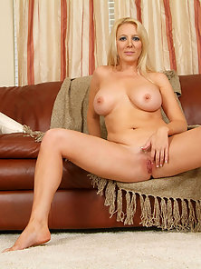Busty Blonde Anilos Stretches Her Bald Clit after Removing Clothes