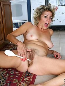 Mature Lady Teasing Her Hairy Muff Using Spoon on Floor