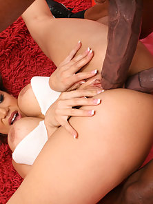 Bubble Ass Lady Getting Fucked by Two Meaty Black Shafts