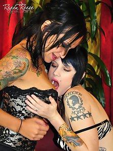 Tattooed Ladies Regan Reese and Candace John Licked Their Cunts