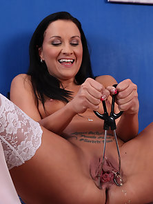 Brunette Babe Playing Nakedly Using Speculum in Pussy