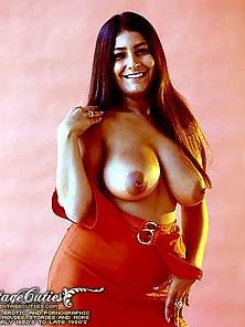 Busty Vintage Lady Flashes Her Big Boobs In Smiling Mood