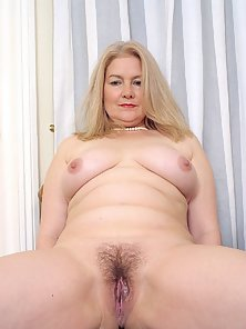 Fatty Blonde MILF Shows Her Hairy Juicy Fanny on Cam
