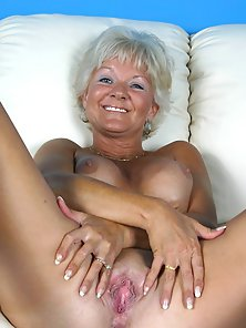 Big Boobs MILF Stretched Her Pink Pussy in POV