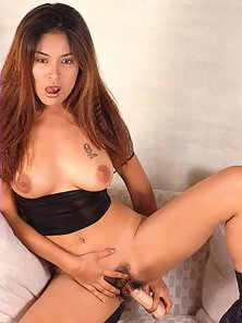 Redhead Asian Babe Enjoys Toying Her Saggy Muff by Herself