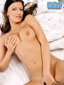 Young Strips Gradually and Demonstrate Her Saggy Muff on Webcam