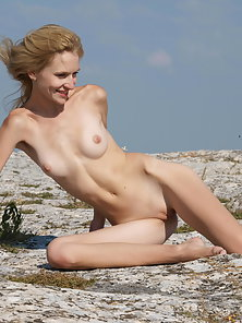 Sexy skinny babe removes her dress and shows naked body at outdoor