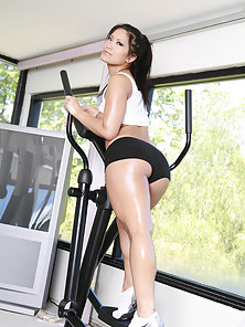 Christina Aguchi Nailed Her Fanny by Trainer after Getting Bore in Exercise