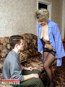 Stockings Wearing MILF Stripped Her Cloth in Front of Dude