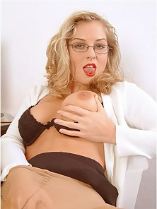 Stunning Secretary Got Fondle Her Muff While Wearing Pantyhose