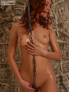 Hot Lady Looks More Attractive by Rubbing Chain on Nude Body