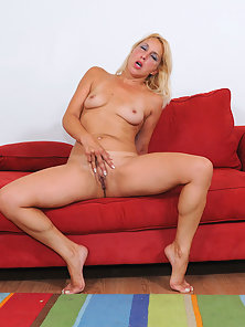 Blonde cougar Andi Roxxx stripping and pussy rubbing