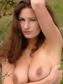 Attractive Susann Flashes Her Gorgeous Figure At Outdoor