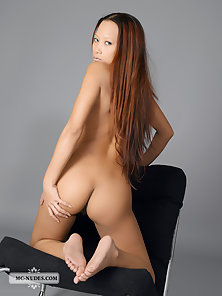 Auburn Teen Ayla Sky Posed Herself on Cam in Horny Action