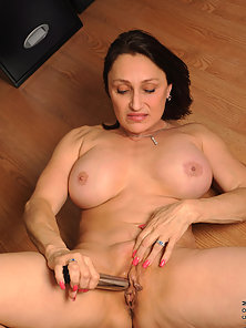 Hot Jillian Foxxx Showing Pusys by Spreading Legs While Sitting on Chair