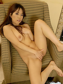 Beautiful Whore Rubbed Her Tight Muffs on Couch