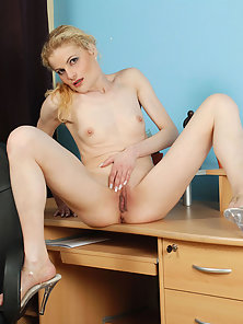 Adorable Babe Scarlette Sax Stretched Her Muff on Desk