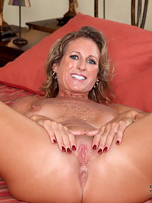 Sexy mature performs striptease