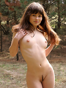 Hot Slut Showing Her Attractive Figure in Jungle for Photoshoot