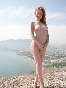 Curvy Naked Chick Making Herself Happy for Orgasm