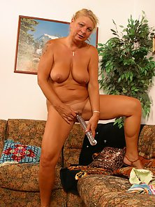 Round Ass MILF Deeply Nailed by Huge Dildo on Camera