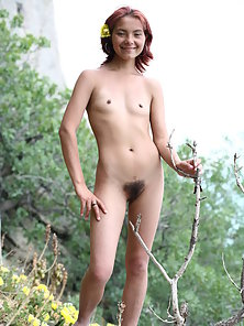 Curvy Slut Moving Nakedly Outdoors with Showing Small Tits