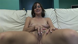Bubble Ass Lady Rubbing Pussy and Enjoying Solo Masturbation Indoors