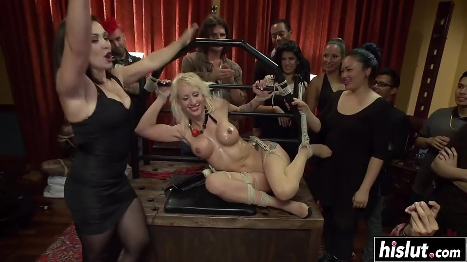 Gorgeous Girls and Handsome Boys Engaged in Groupsex for Orgasm