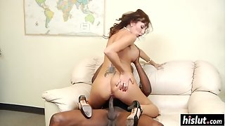 Bubble Ass Lady Hungrily Sucking Cock and Making Fun with Boyfriend