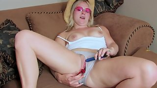 Blonde Lady Rubbing Pussy and Showing Fabulous Masturbation