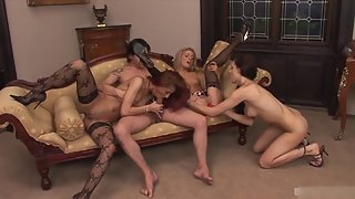 Group of Horny Babes Engaged in Groupsex with Dude