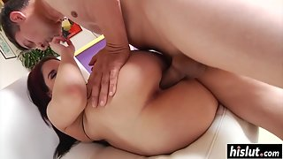Bubble Ass Lady Taking Ride on Partner Massive Shaft after Erection