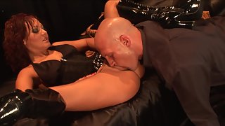 Bald Head Boy Hungrily Eating Babe Pussy Just before Sex