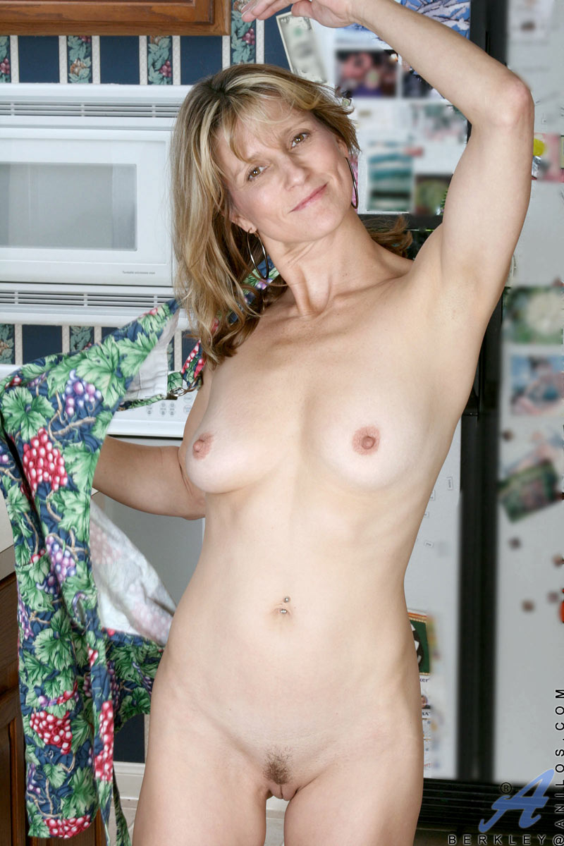 Old small tits year 40 mom