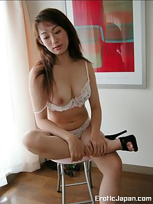 Busty curvy Asian babe gets naked for us