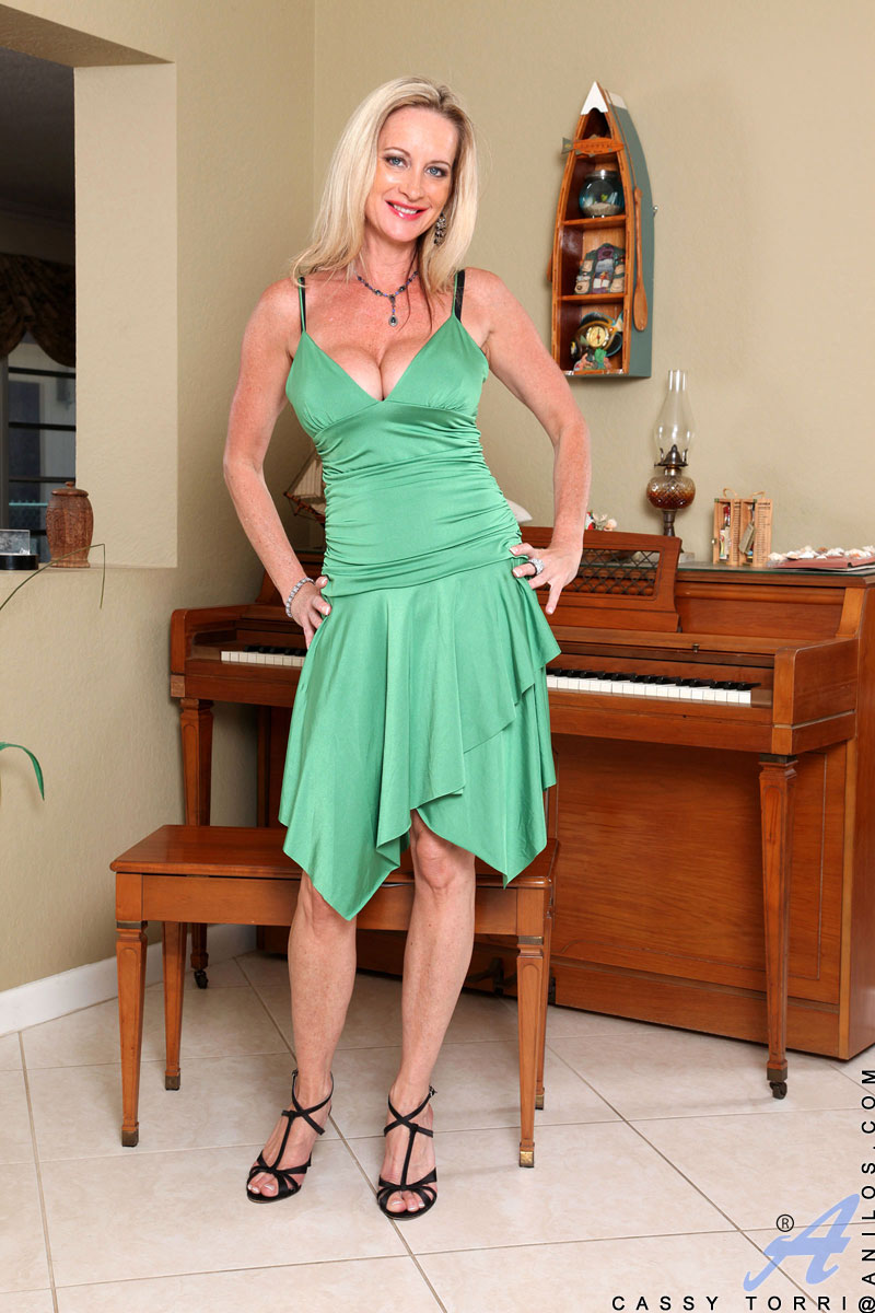 Milf in cocktail dress Charming Milf Cassy Torri Shows Her Busty Cleavage In A Tight Green Evening Dress Porn Tv
