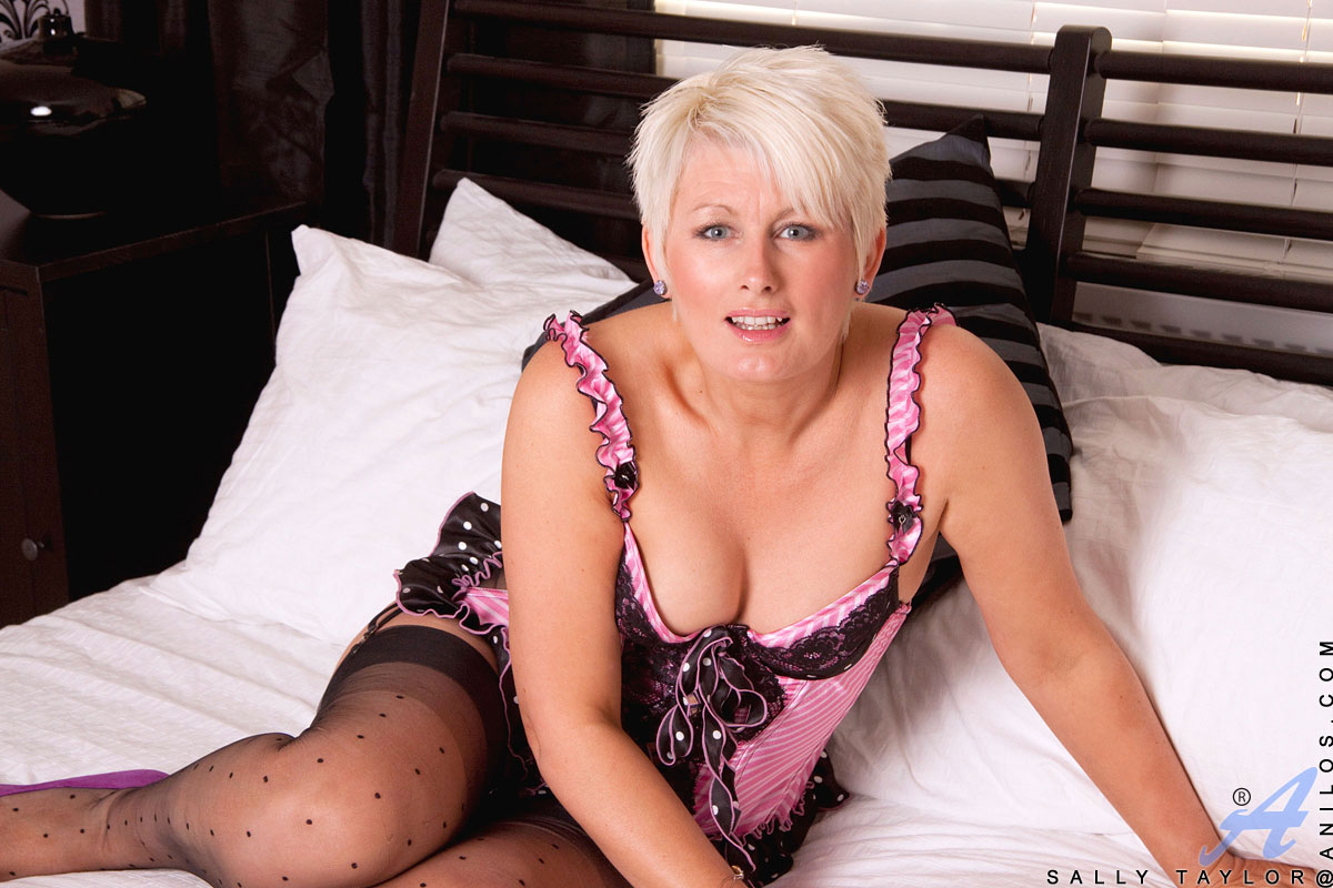 Blonde Beauty Sally Taylor Looks Hot in Lingerie on Bed - Porn TV