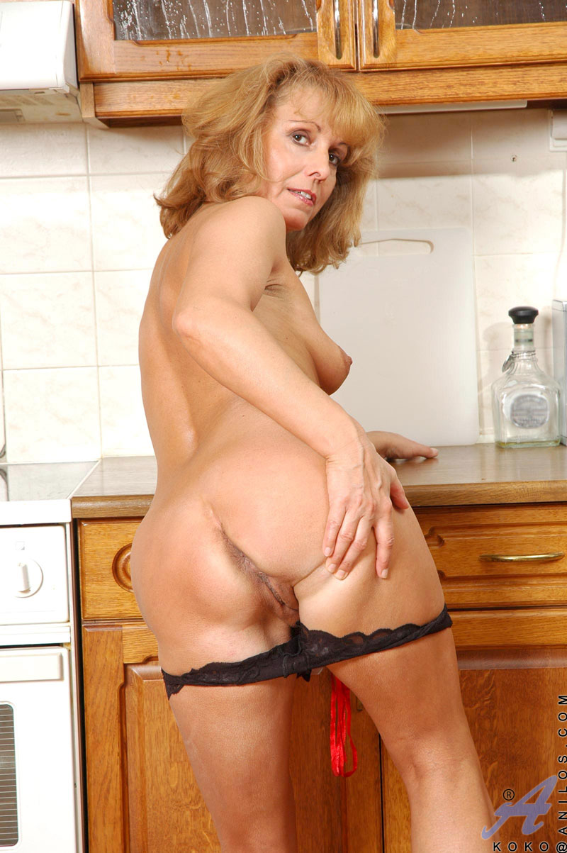 Blonde naked milf mature