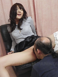 Miku Sachi loves when guys eat her hairy pussy