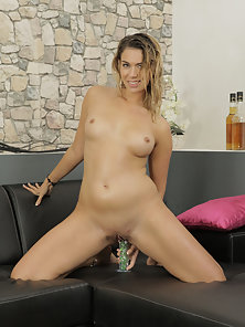 Amateur Lady Riding Over Massive Dildo and peeing