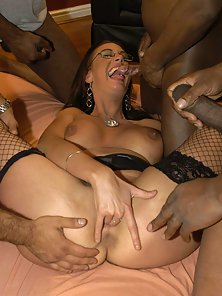 Glass Wearing Girl Sucked Cocks and Merged in Groupsex